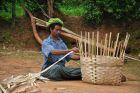 Okolice Kalaw - wyplatanie koszy