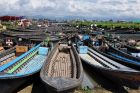 Postój łódek na targu nad Inle