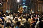 Tłumy na przenoszeniu posągu Siwy
