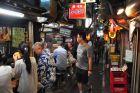 Tokijskie nocne uliczki z jedzeniem -