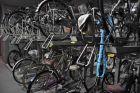 Piętrowy parking rowerów