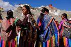 Indie, Spituk, czekając na Dalajlamę