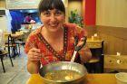 Korea, Jeju, Ania je lodową zupę