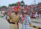 Indie, Attari, Ania i sikhijski żołnierz na granicy indyjsko-pakistańskiej