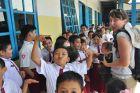 2014, Sulawesi, Anię napada chmara uczniów
