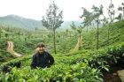 2010, Indie, Ania na plantacji herbaty.