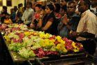 Kendy - kwiaty w świątyni