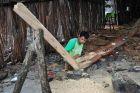 Tanah Beru - pierwsza belka na łodkę